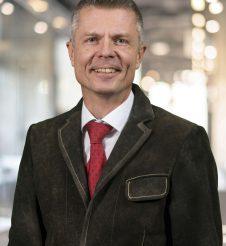 Dr. Helge Oberhuber